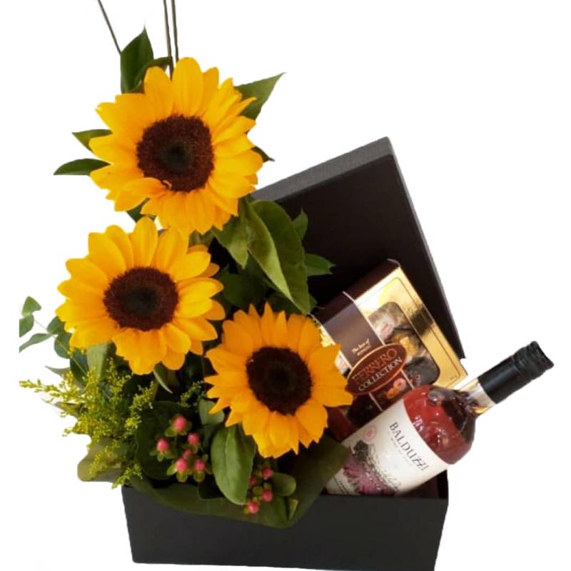 169 Box Personalizado com arranjo Girasol com Chocolate Ferrero Rocher  e Vinho Cabernet Sauvignon Rose.