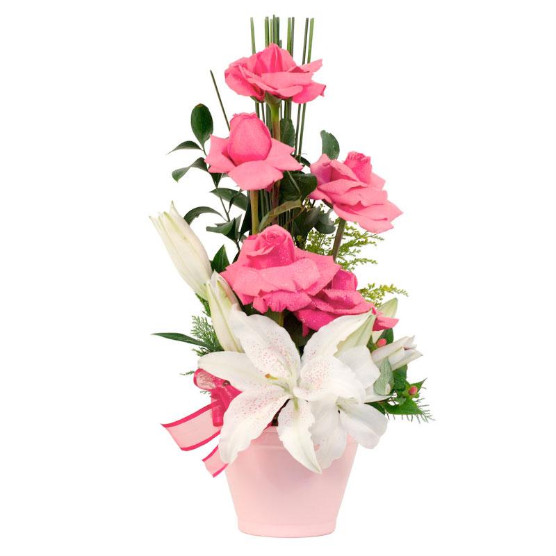 106 Arranjo com Rosas e Lírios no Vaso de Latão Médio