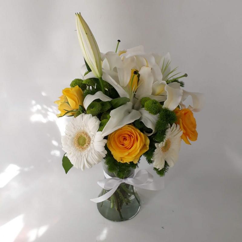 143 Arranjo Sorria - Lirio / rosas / gerberas