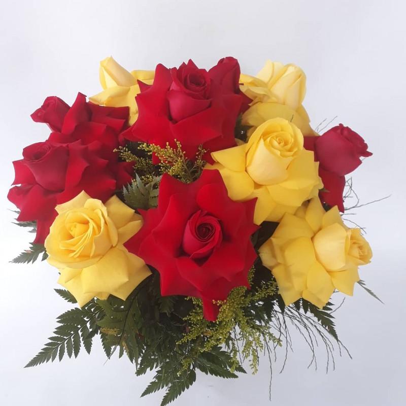445 Buque 12 rosas ( 6 vermelhas e 6 Amarelas )
